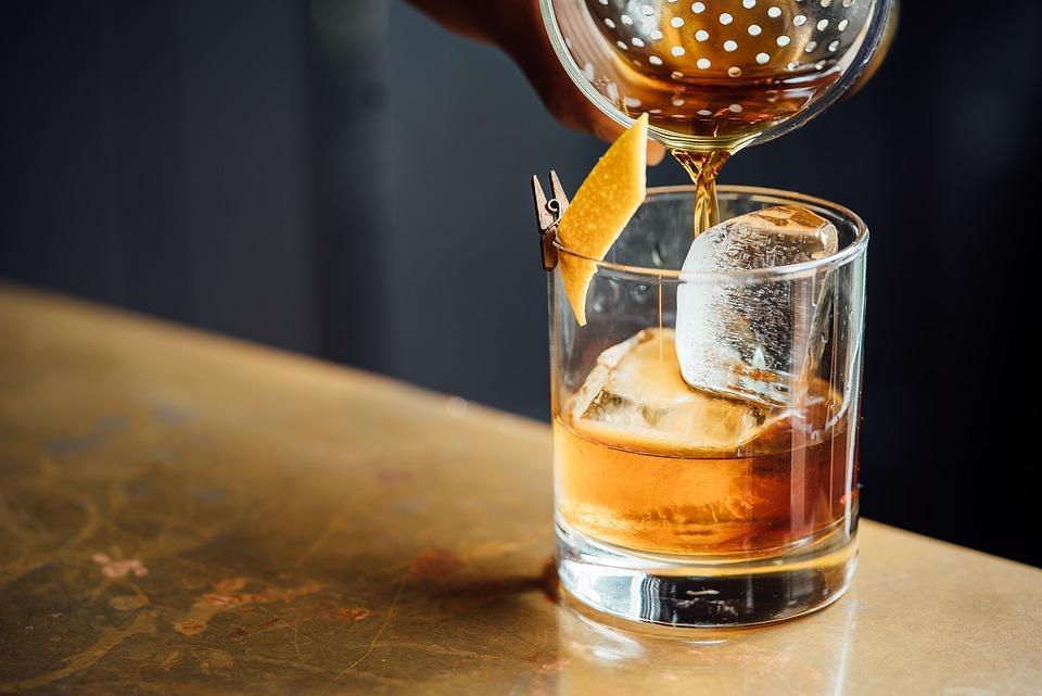 O czym musimy pamiętać, kiedy chcemy podawać whisky?